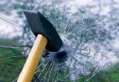 Устойчивое к пробиванию стекло